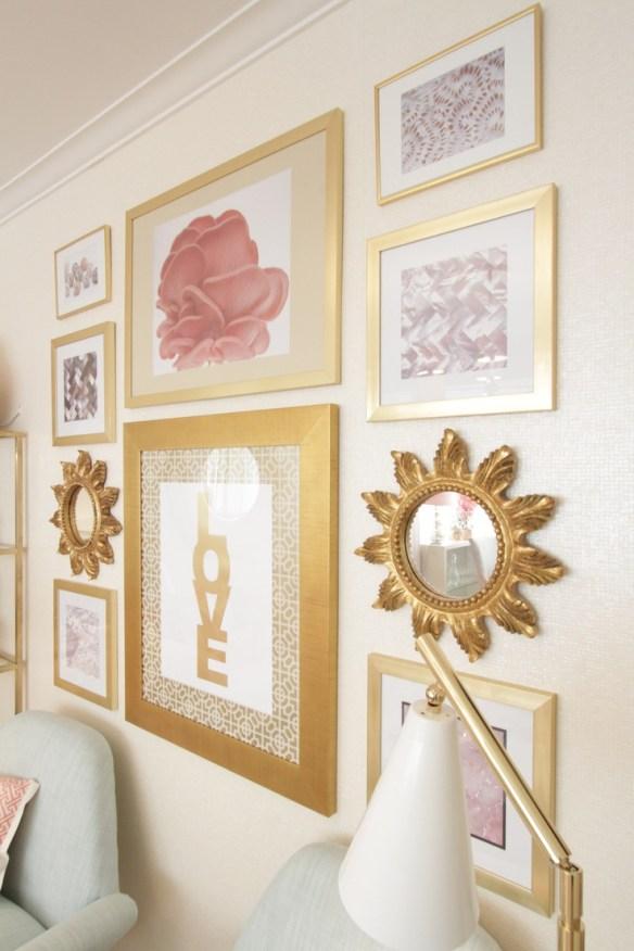 molduras douradas tinta spray composicao quadros parede decoracao feminina