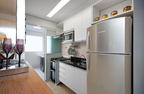 divisao cozinha area de servico lavanderia separacao porta de correr aluminio vidro decoracao cozinha americana escorredor louca parede