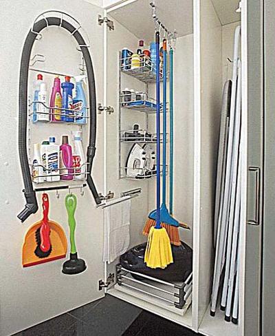 organizacao armario area de servico lavanderia aramado atras da porta