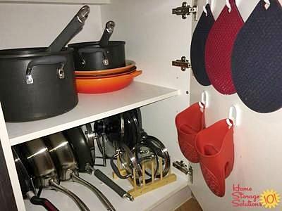 organizacao cozinha ganchos atras da porta aproveitamento espaço