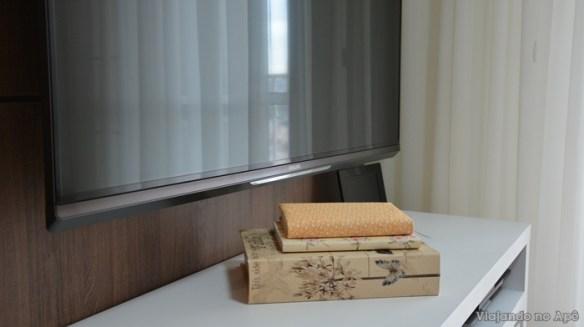 encapando livro com tecido e papel decorado impresso decoraçao livros rack
