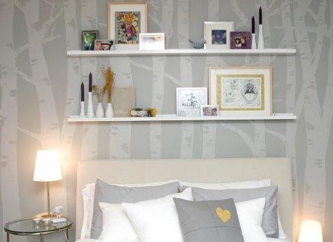 prateleiras rasas quarto cabeceira decoraçao