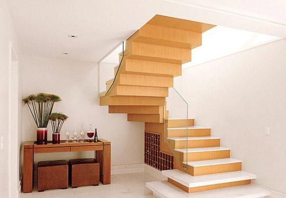 adega vinhos embaixo da escada