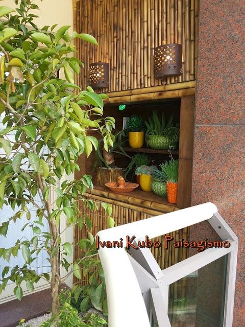 churrasqueira transformada em estante para plantas