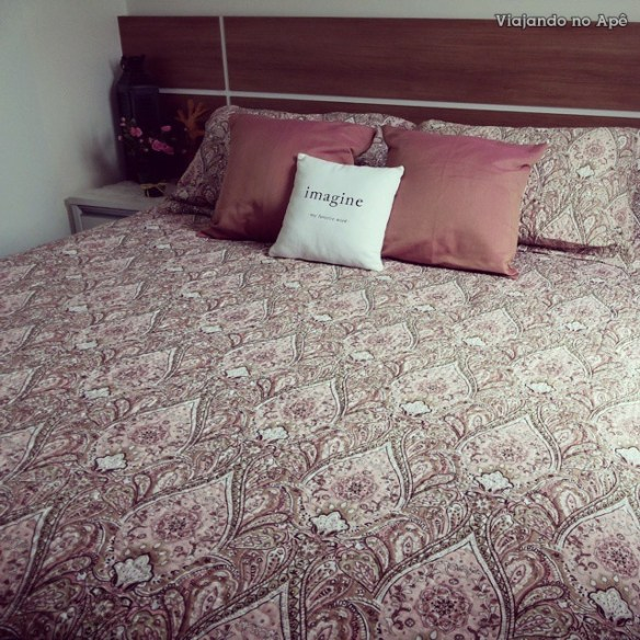 colcha dupla face roupa de cama cama arrumada quarto de casal