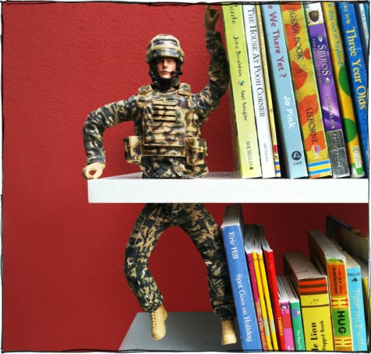 boneco aparador de livros
