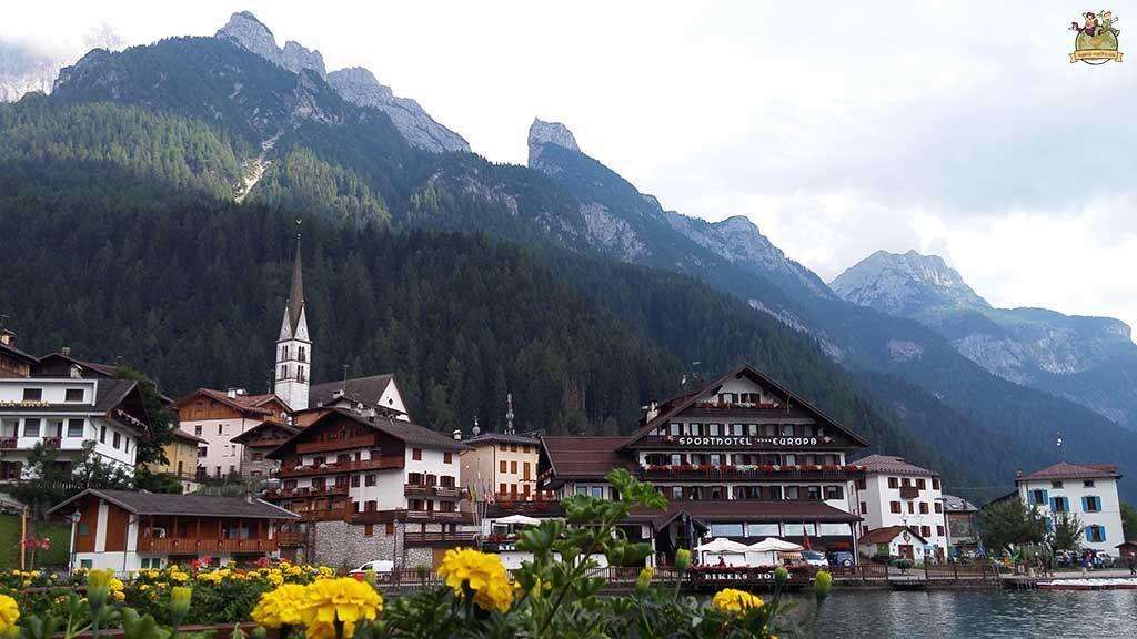 Alleghe pueblo de Dolomitas