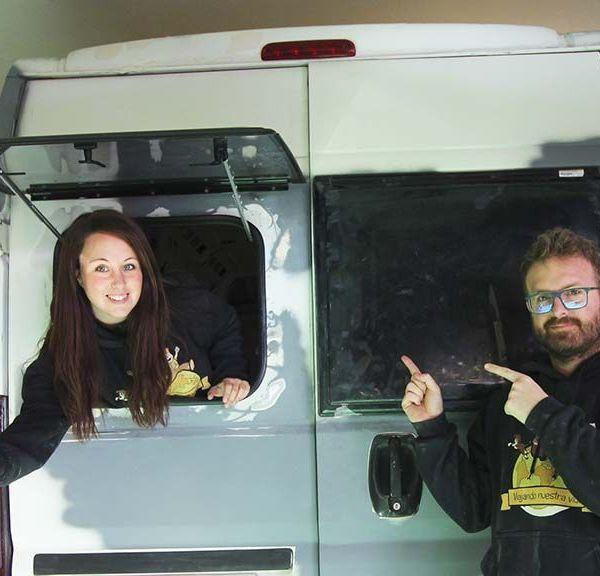 INSTALACION DE LAS VENTANAS POLYPLASTIC en furgoneta camper
