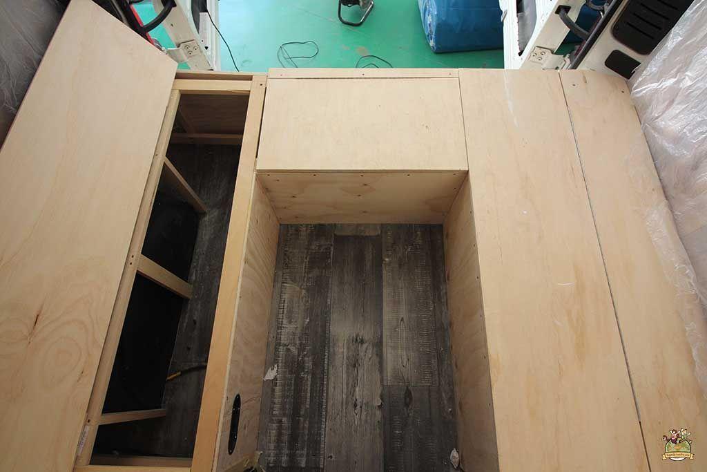 C mo anclar los muebles en una furgoneta viajandonuestravida - Muebles furgoneta camper ...
