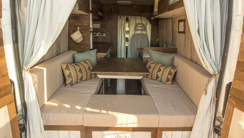 655aac78c72 La mesa para furgoneta que pongamos será una de las piezas clave a la hora  de tener un buen descanso en nuestra furgo. Por lo tanto tendremos que  tenerlo ...