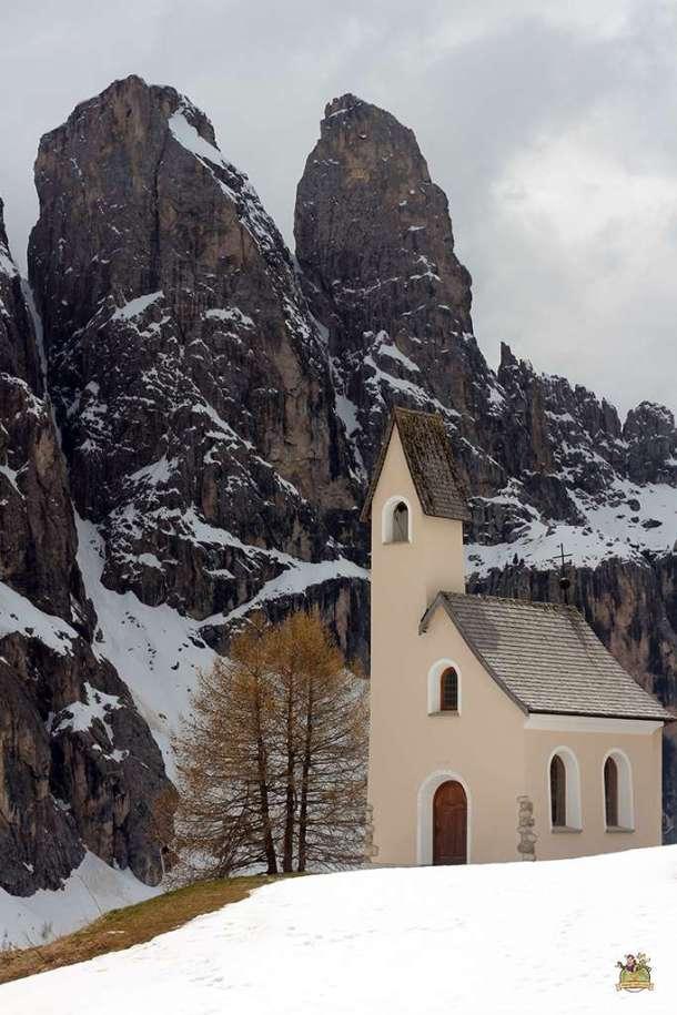 iglesias más bonitas de Dolomitas . Chiesetta di San Maurizio