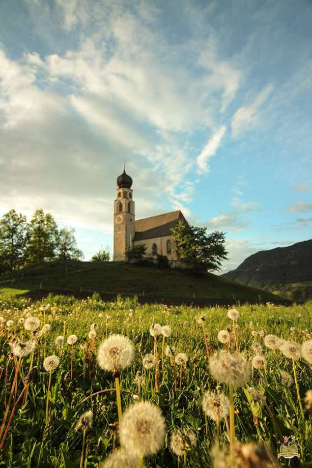 iglesias más bonitas de Dolomitas . San Costantino