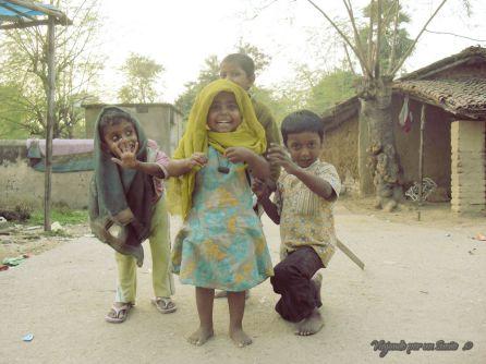 Niños siempre dispuestos a jugar. Kokata