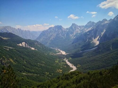 La vista desde la cima del sendero Theth Valbona