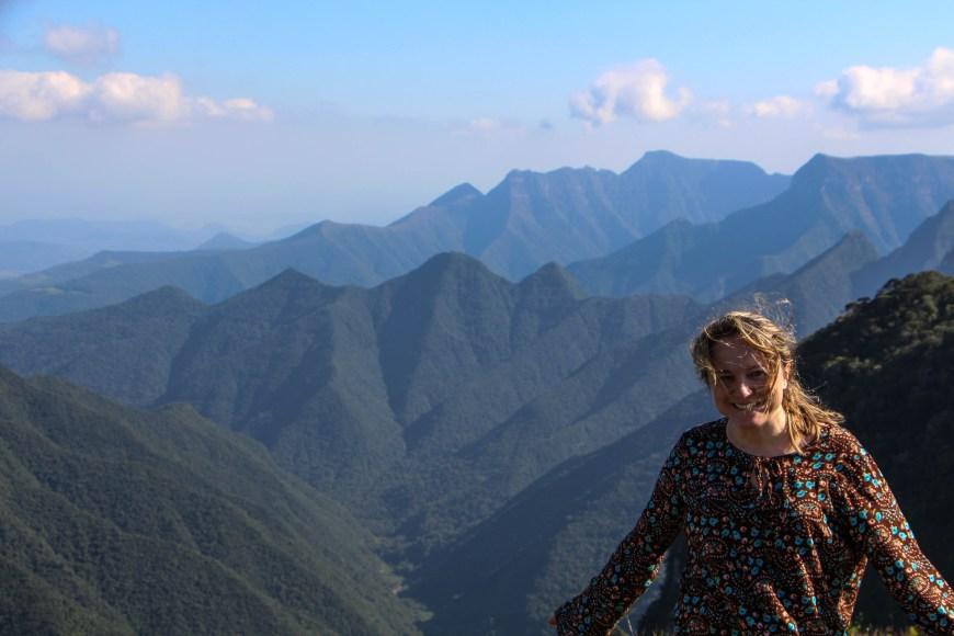 Encantada com a paisagem. Pico do Monte Negro - São José dos Ausentes - RS - Brasil Foto: Ivane Fávero