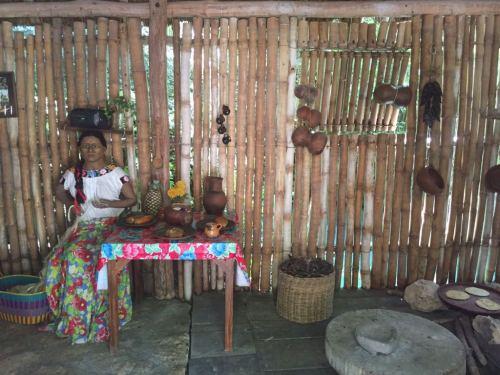 Representación del interior de una palapa maya
