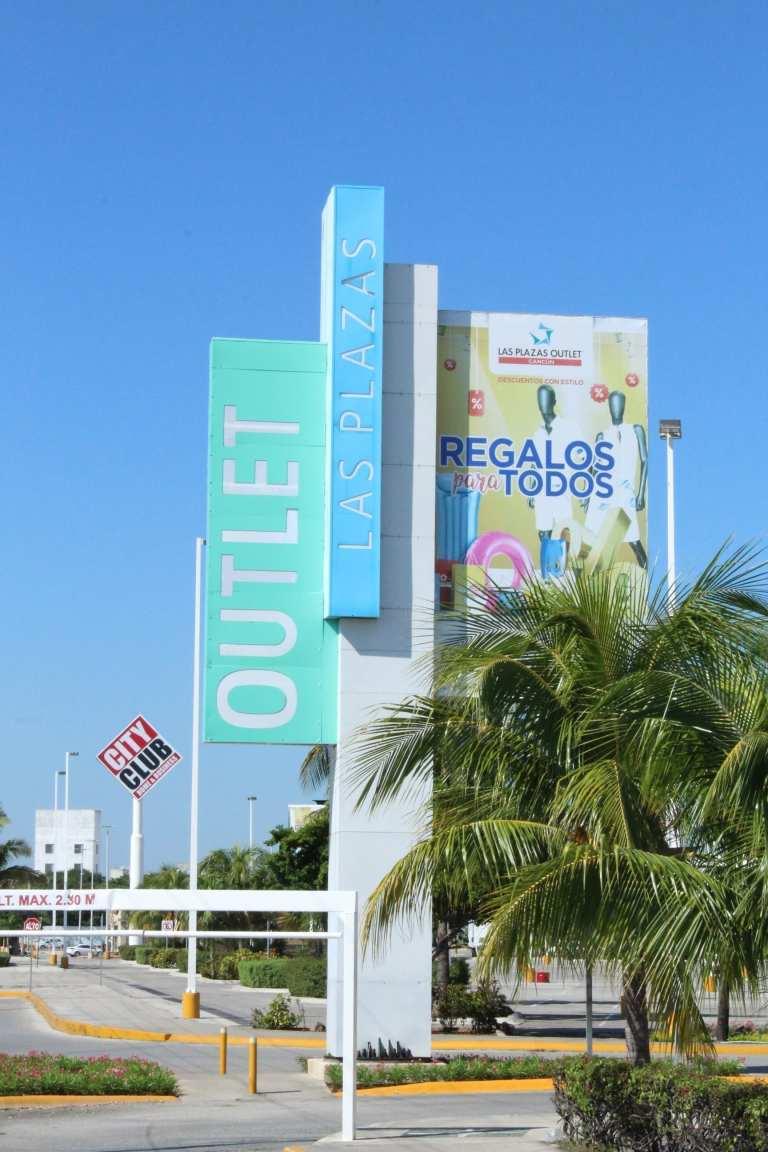 Acceso a Las Plazas Outlet Cancún
