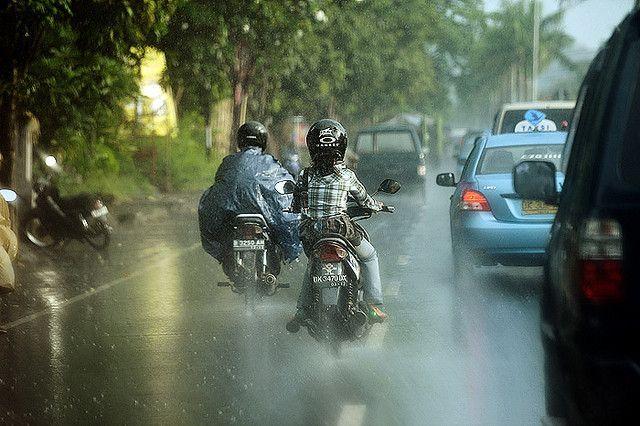conducir en moto en temporada de lluvias
