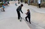 ninos-patinete-parque-skate-mar-bella-viajares