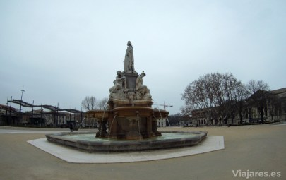 La Fuente Pradier en el centro de la explanada Charles de Gaulle