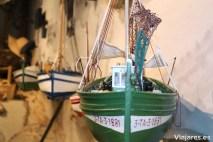 Distintos reproducciones de barcas de pesca se exponen en la Confraria de Pescadors de Sant Pere de Calafell