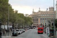 Parada en la Plaza de Catalunya del Bus Turístic