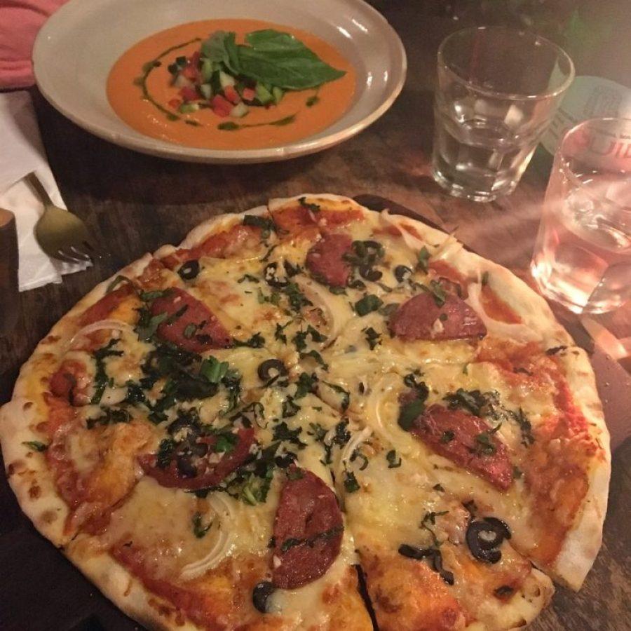 Salmorejo y pizza en Kuta, Indonesia