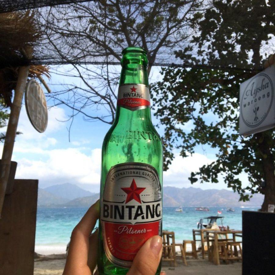 Disfrutando de una rica Bintang en Gili Air