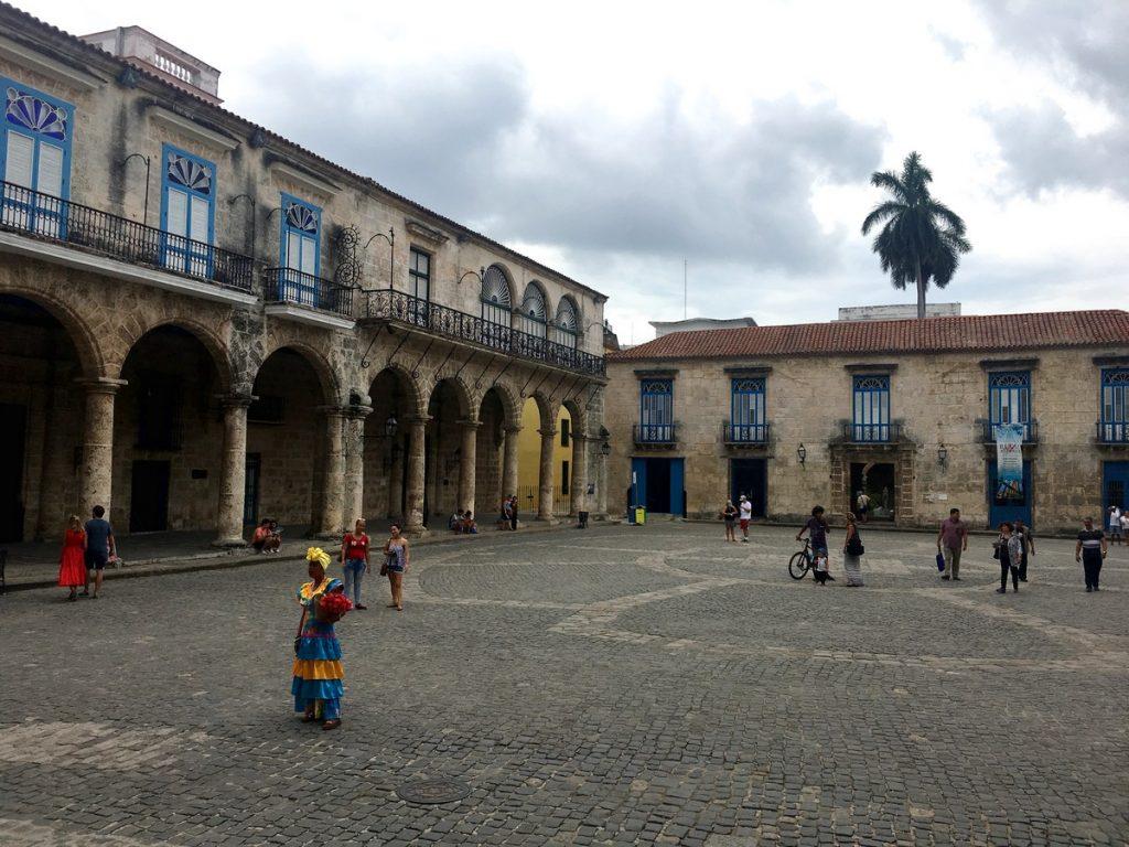 En la plaza de la Catedral de La Habana