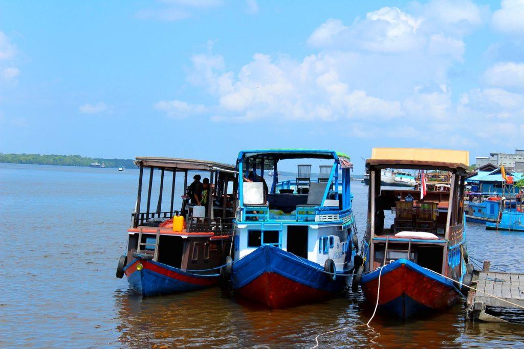 Así es como atracan los lotoks en Borneo