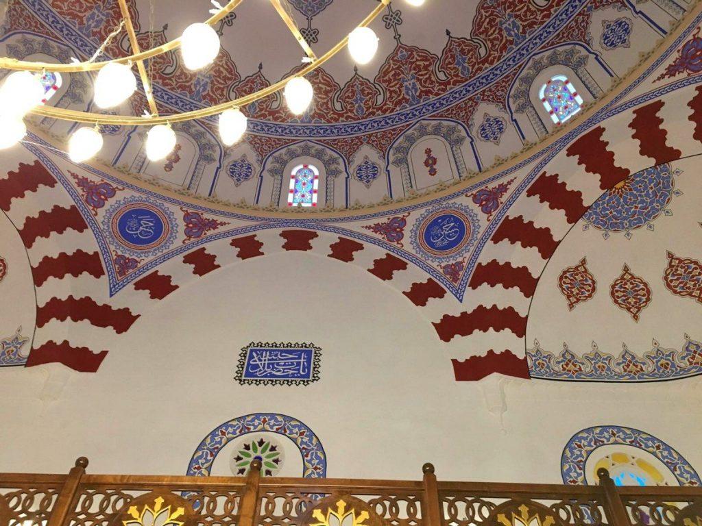 Decoración dentro de la Dentro de la Mezquita Banya Bashi