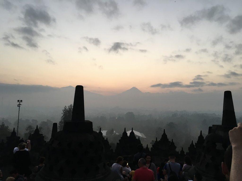 Amanecer en lo alto de Borobudur