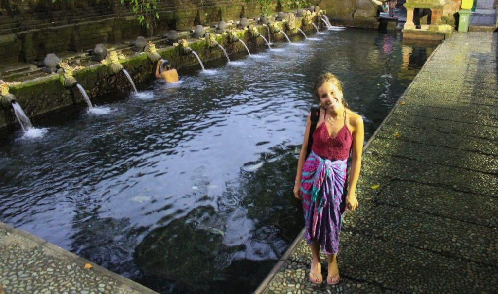Bañándonos en el templo Pura Tirta Empul