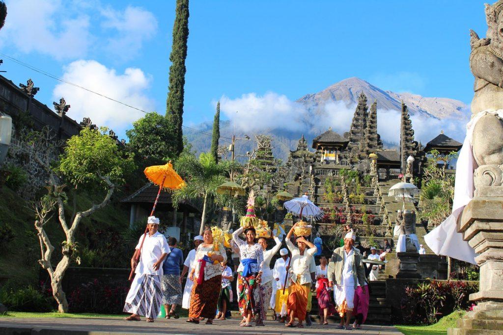Ceremonia de Familia balinesa en Pura Besakih