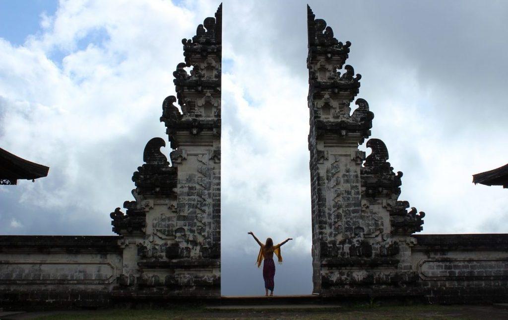 En la puerta del Cielo de Pura Lempuyang Luhur