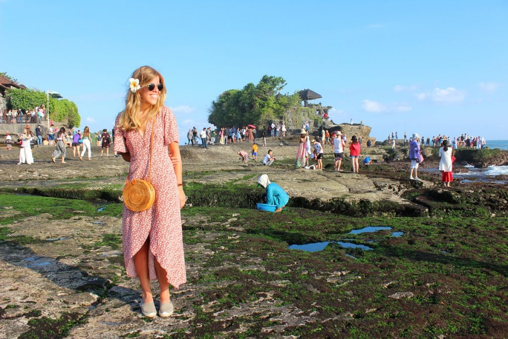 Pura Tanah Lot durante la marea baja