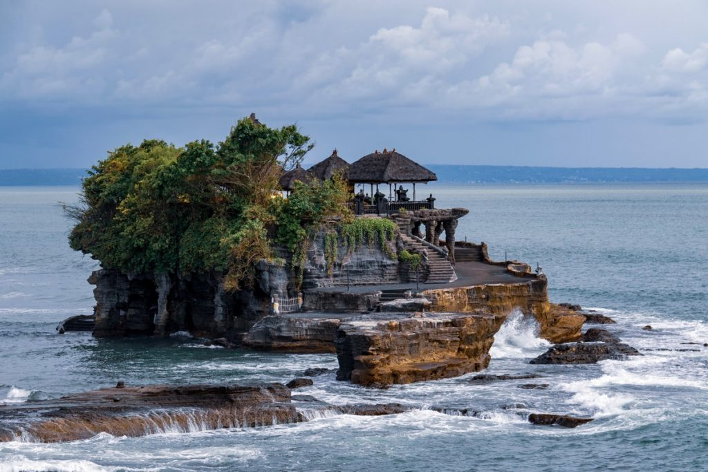 Pura Tanah Lot durante la marea alta