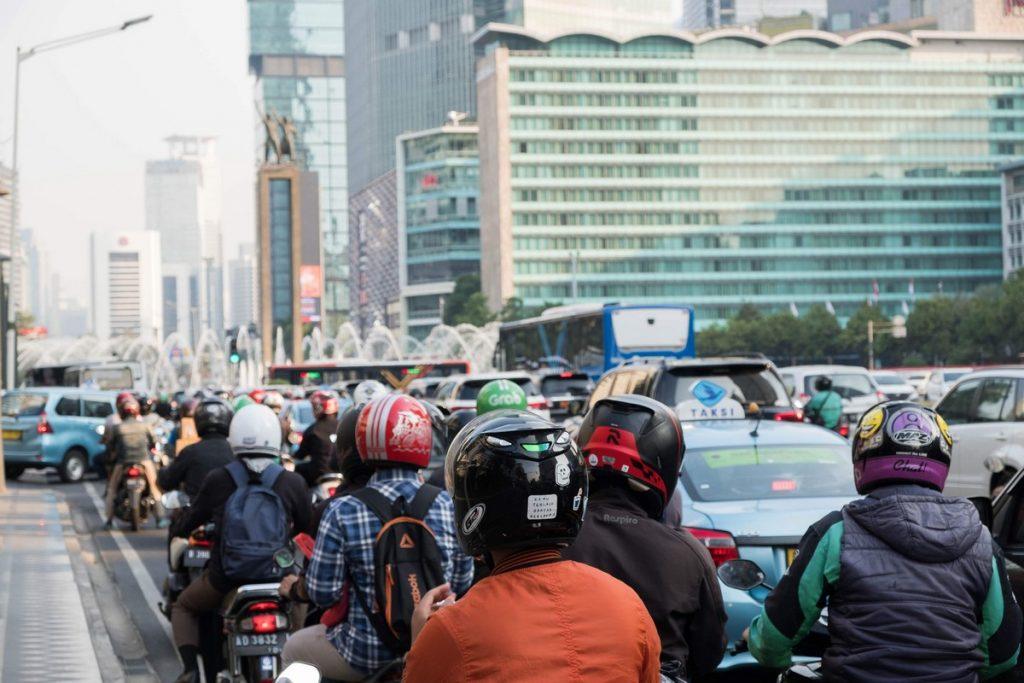 El caótico tráfico al viajar por Indonesia