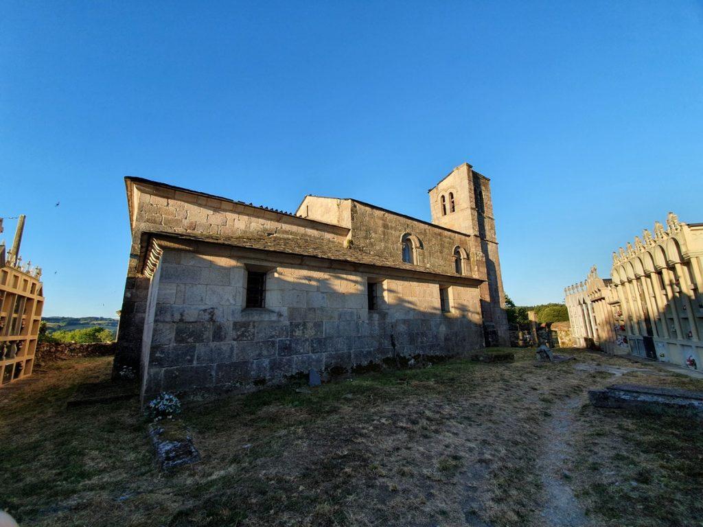 Cementerio e Iglesia en el Camino de Santiago