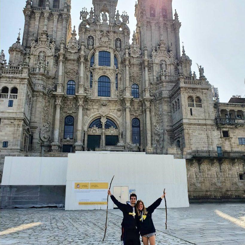 En la plaza de Obradoiro con la Catedral de Santiago de Compostela