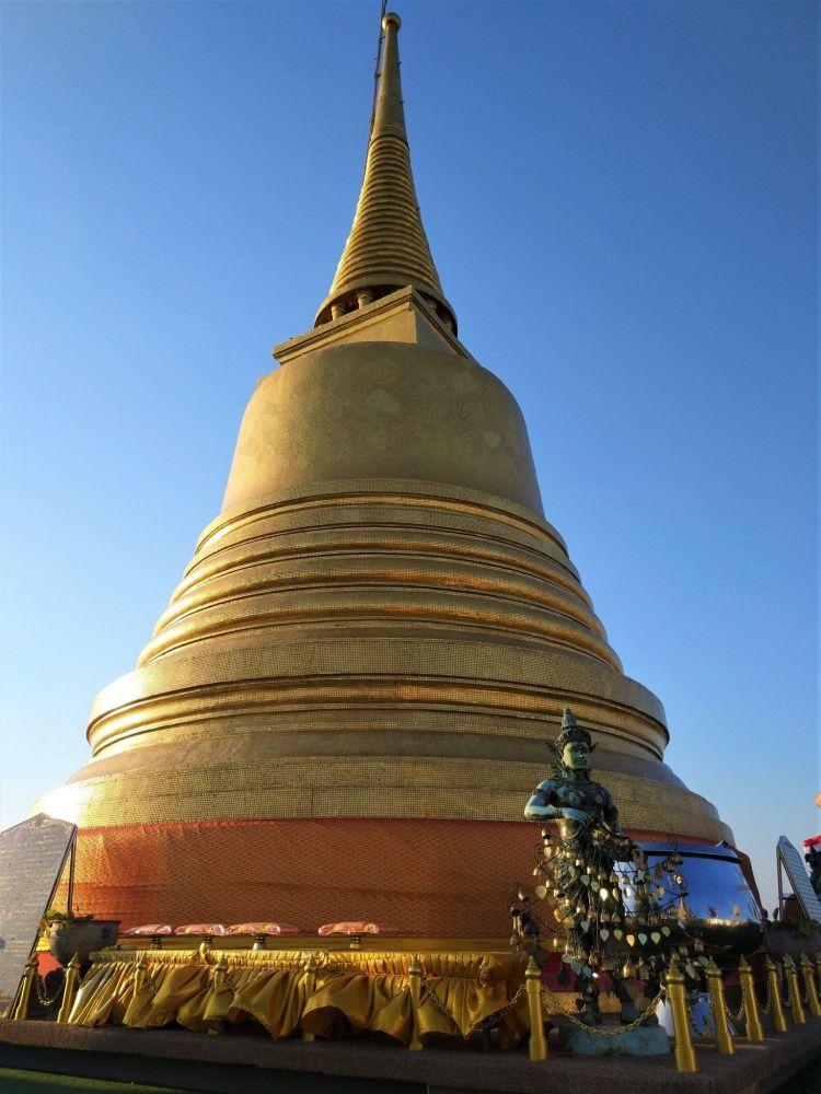 Estupa dorada Wat Saket