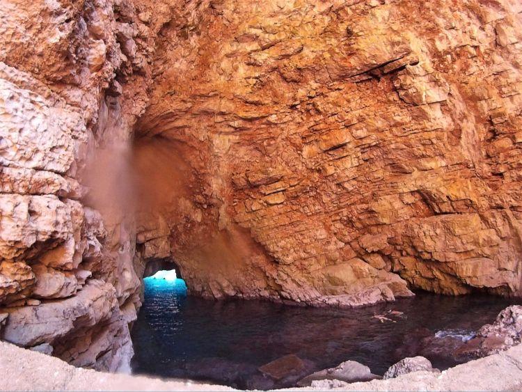 Odysseus cave desde dentro
