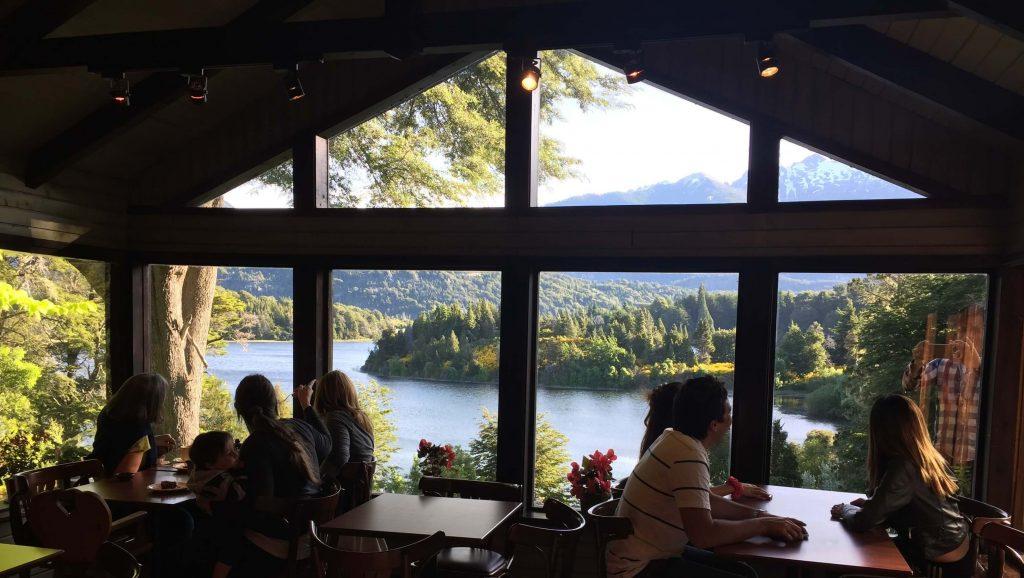 Bellevue Bariloche  Casa de té y tortas - ventanal