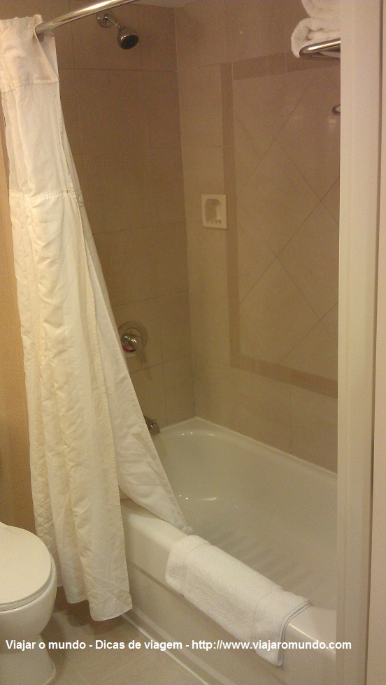 Chuveiro e banheira