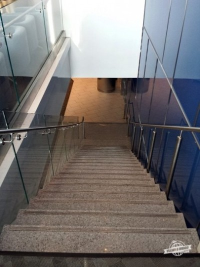 Escada de acesso ao mezanino