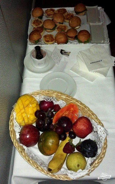 Sanduíches e frutas
