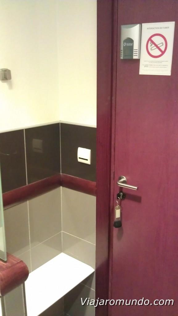 Detalhe da porta do banheiro