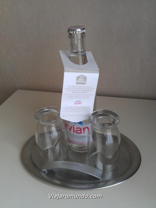 Água oferecida pelo hotel