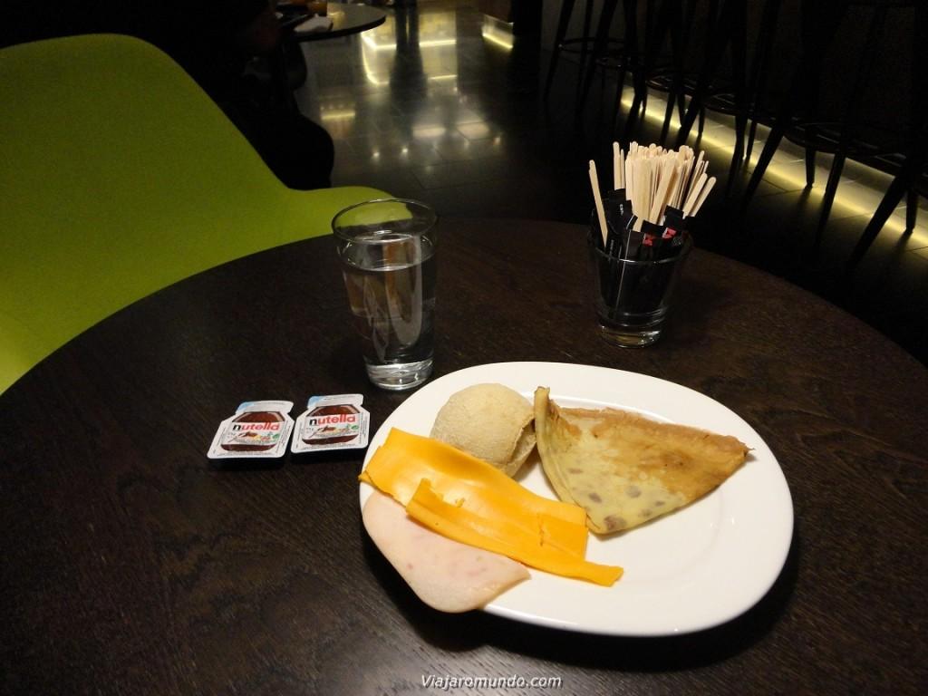 Crepe, presunto, queijo, pão e nutella
