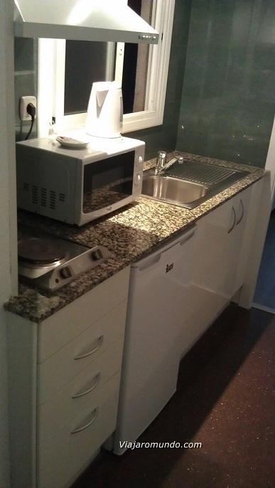 Pia, armário e bocas elétricas de fogão